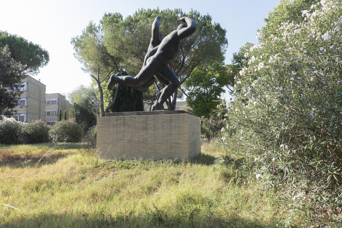 Una delle sculture di Amleto Cataldi oggi